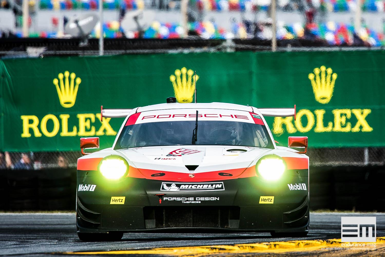 Porsche fait débuter sa nouvelle 911, déjà dans le rythme, à l'affût derrière les Ford GT (Photo James Boone / Endurance Magazine)