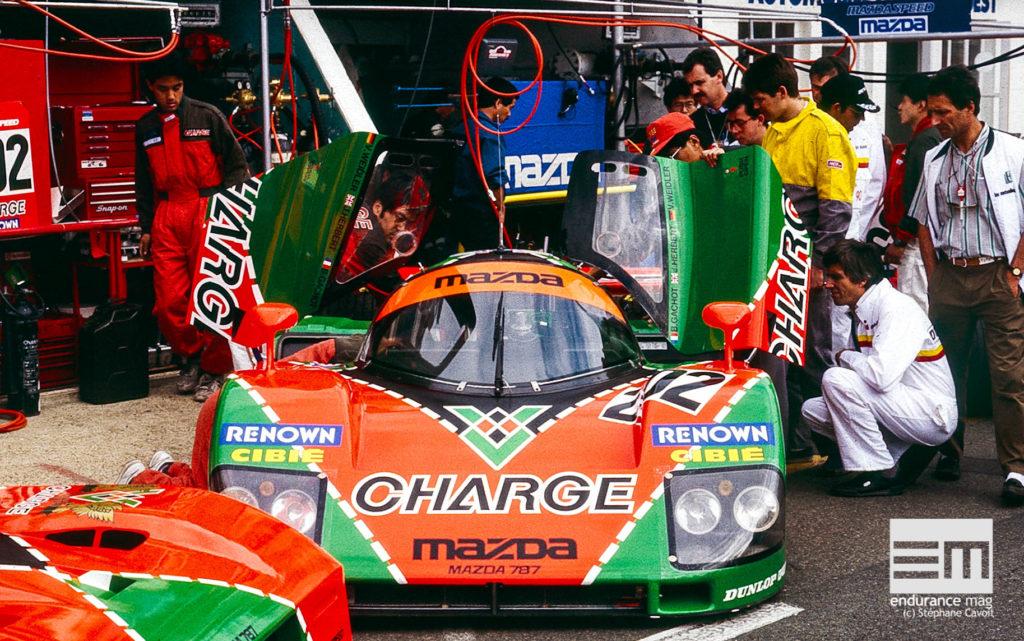 1990, Mazda 787 aux stands des 24 Heures du Mans