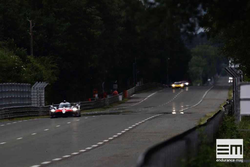 La ligne droite des Hunaudières, une Toyota TS050 à l'attaque - photo Toyota